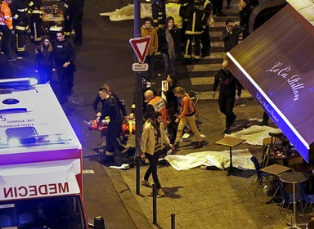 Ночной Париж в огне терактов