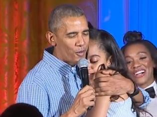 Обама в День независимости спел для дочери